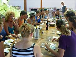 Painters and sculptors eat together at Campo