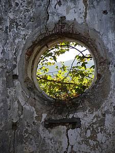 Alte Fensterrosette am Arbeitsplatz in La Cappella