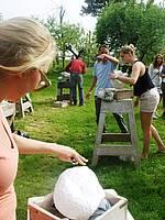 Kompetente Begleitung im Bildhauerkurs in der Gruppe in der Toskana in Italien