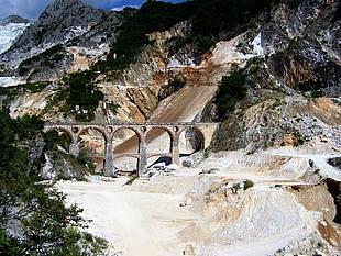 Die weltberühmten Ponti di Vara bei Carrara